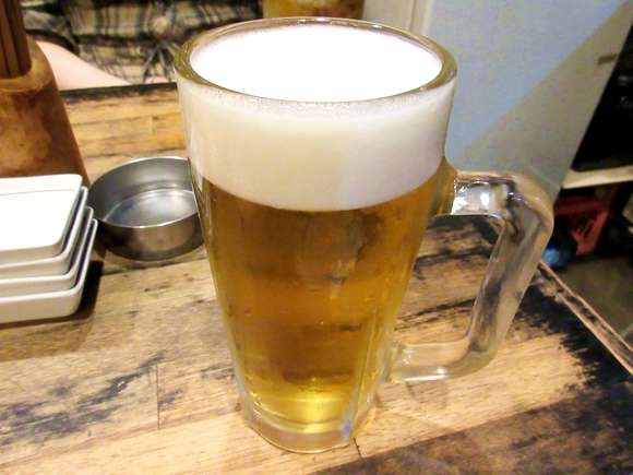 【えっ】女性がジョッキでビールを飲むのは下品!? 「発言小町」の投稿をきっかけにアンケートを行った結果…