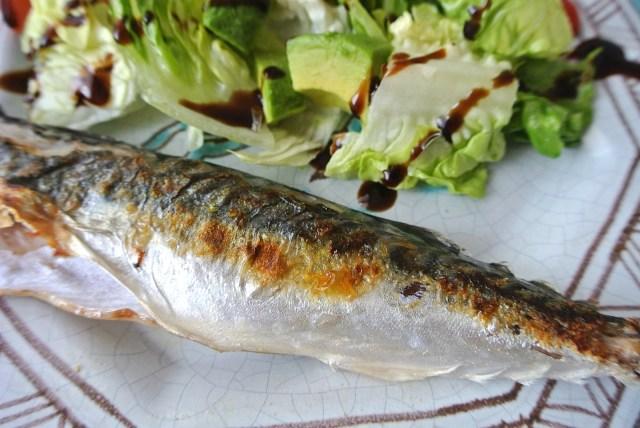 超簡単で絶対失敗しない! フライパンでパリッとおいしい焼き魚を焼く方法…〇〇を使うのだ!!