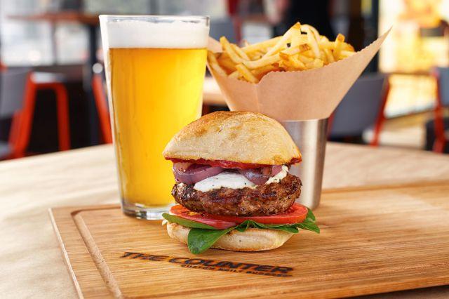 100万通り以上のカスタムを楽しめる「バーガーレストラン」が日本に上陸! バーガーだけでなくシェイクもカスタムできるそうです♪