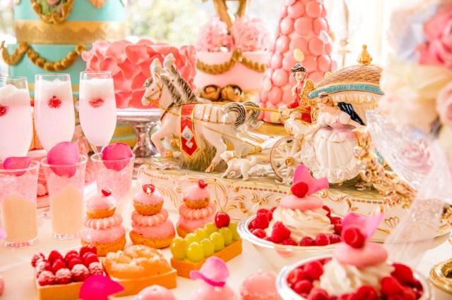 ヒルトン東京で「マリー・アントワネットの結婚」をテーマにしたデザートブッフェ開催!! パンが無かったら全力でお菓子を食べる勢いのかわいさ