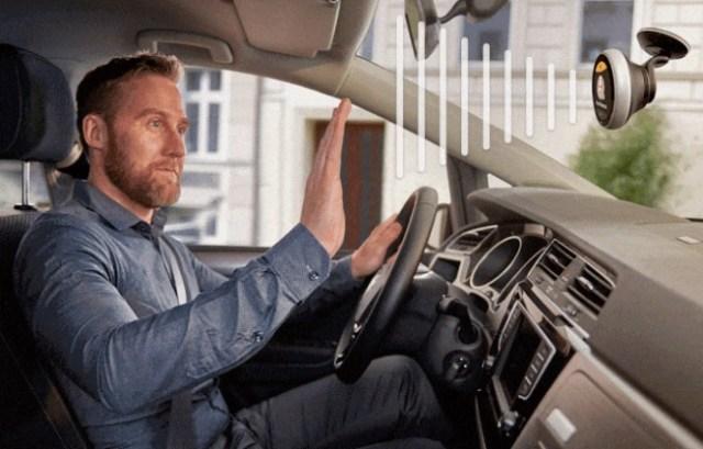 【未来的】運転中でも声とジェスチャーに素早く反応して対応! 電話やメールを送ることができる人工知能ナビ「Chris」が登場したよ