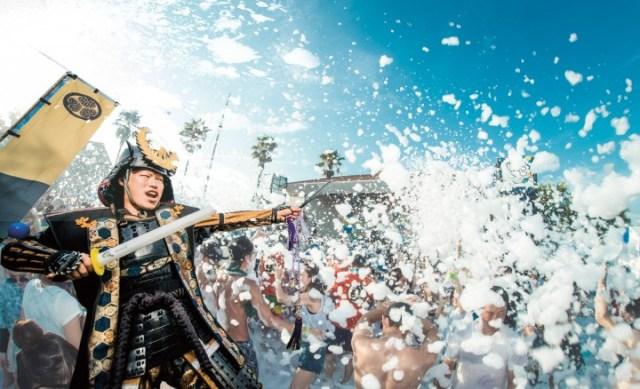 大量の泡にまみれながらチャンバラ合戦! 家族みんなで楽しめる「泡まみれ」イベントが大井競馬場で開催されます♪