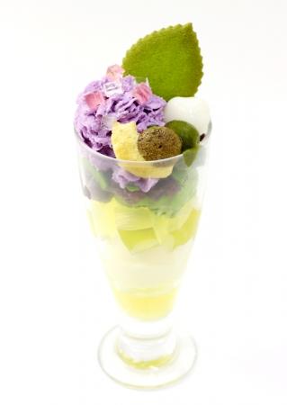 【期間限定】「茶寮都路里」からあじさいをイメージした和風パフェが京都伊勢丹店に登場! 紫色のあじさいにかたつむりがちょこん