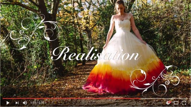 純白のウェディングドレスの裾をカラースプレーで染めたら…まるで紅葉のような美しさ!