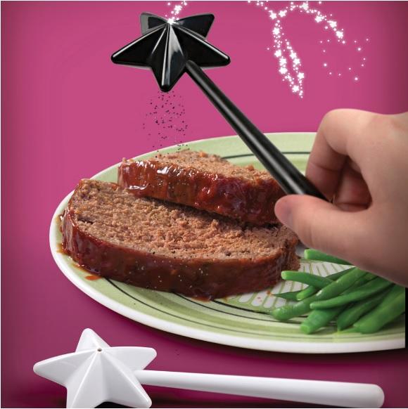 おいしくな~れ♡ ひとふりするだけで料理に魔法がかけられそうな「塩コショウ入れ」
