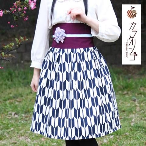 矢絣柄の袴をイメージした「現代版大正浪漫スカート」が素敵! 気分はまるで『はいからさんが通る』の主人公です♪