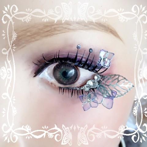 瞳じゃなく「まつげ」に吸い込まれそう!? まつげにお花や蝶々をあしらった「デコつけまつげ」のインパクトがすさまじい