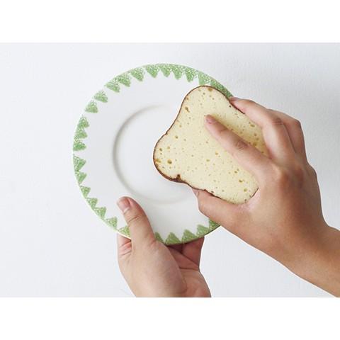 【ふわふわ&5枚切り】食パンすぎる食器用スポンジが登場! パン袋に入っていて、間違ってかじりつきそうです