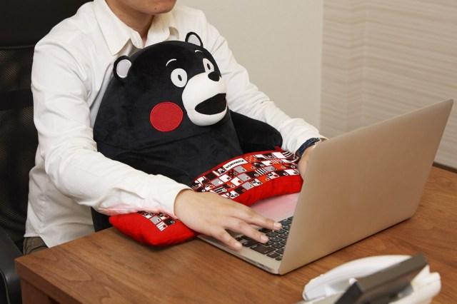 熊本地震への復興支援にもなるモン! 「くまモン」がチョーかわいいPCクッションになりました♪