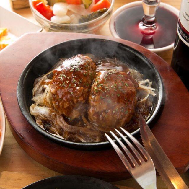 ステーキも手ごねハンバーグも290円!?  全品ワンコイン以下の「激安肉バル」が新橋に誕生ですっ