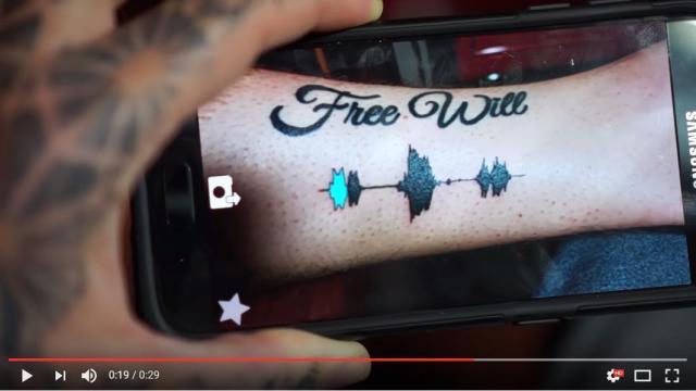 【まるで魔法】スマホをタトゥーにかざしたら…音声が再生されたーっ! 音を波形にしたデザインもなんだかカッコいいゾ