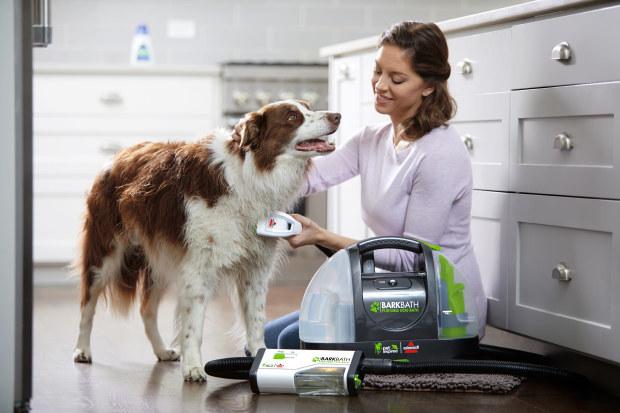家じゅうどこでもワンコを丸洗いできちゃうアイテムが登場 / 洗う側ラクチン&洗われる側も気持ちよさそうです♪