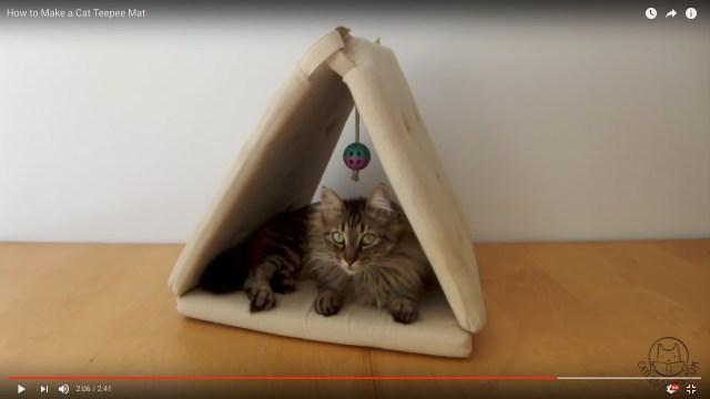 【ニャンコの為のDIY】使い古した「座布団」3枚でできちゃう♪ お猫様専用テントでニャンたちご満悦