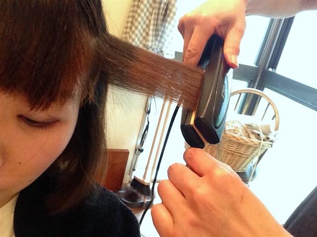 くせ毛のほうが静電気が起きやすい!? 直毛に比べて約5倍の静電気を帯びると花王が発表
