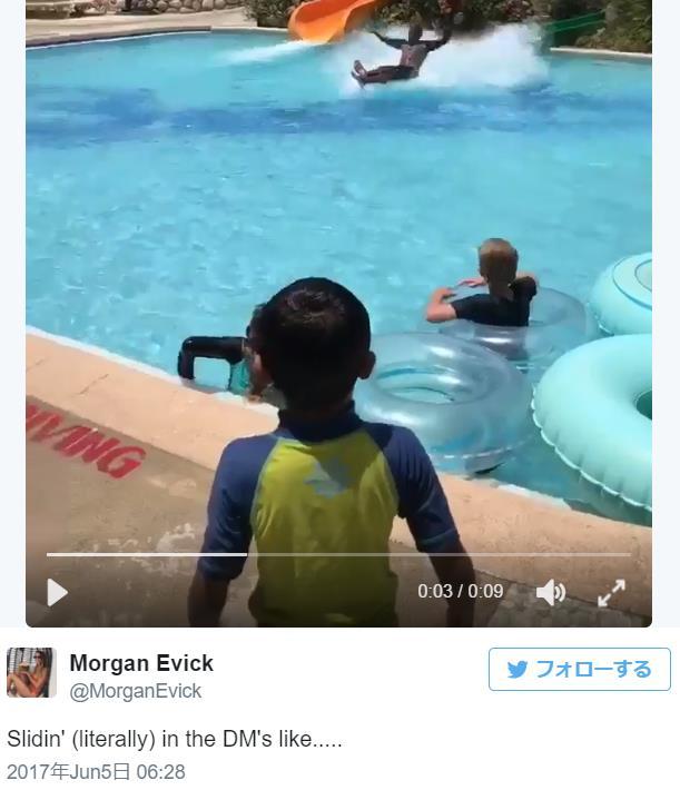【まるでマンガ】ウォータースライダーから水面を滑ってそのままプールサイドまで到達する男性