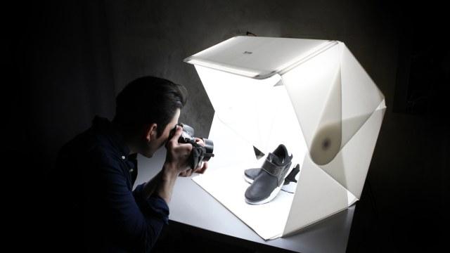 フリマ用の写真もキレイに撮れるってよ♪ 折り畳めるフォトスタジオ「フォルディオ」がめちゃめちゃ便利そう!