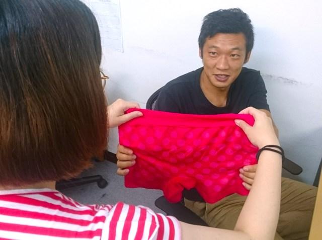 【8月2日はパンツの日】女性が気になる男性にパンツをプレゼントする日だよ!…でも男性に引かれないか本音を聞いてみた