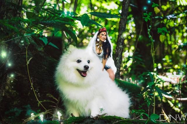 ハワイ在住アーティストの『もののけ姫』コスプレ写真がレベル高っ! ワンコもしっかり犬神の演技してるよ〜