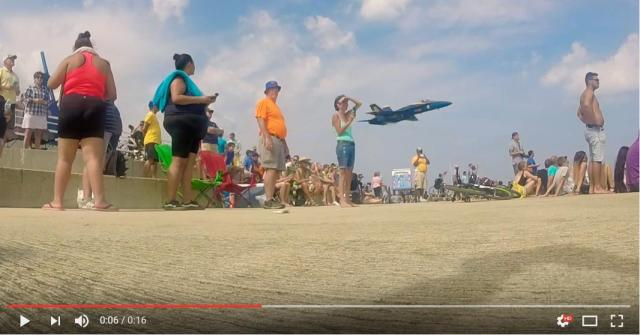 【え?】飛行隊を撮影しようと待ち構えていたら…秒で通過したでござる