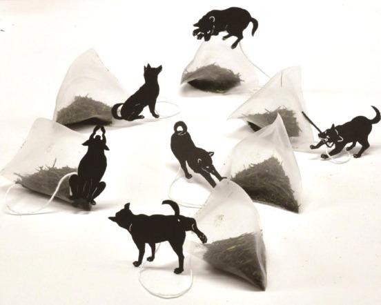 【犬派おまたせ】生き物モチーフのティーバッグに、ようやく「イッヌ」きたーーー!! 犬派待望の「いぬ茶」新発売です