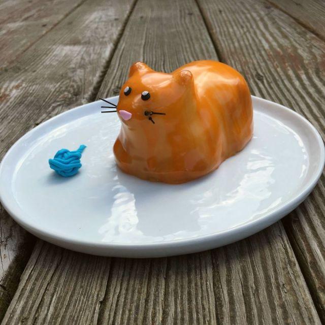 香箱座りしたニャンコが可愛すぎ―っ!! 誰でも簡単に3Dニャンコケーキが作れちゃうシリコン型を発見!