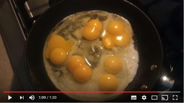 こんなことある!? 卵を割ったら12個すべて黄身が2つの「二黄卵」だった人の動画