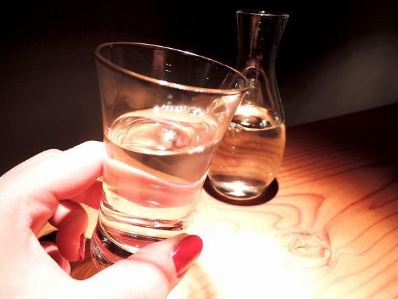 日本酒が海外で人気の予感♪ 10年前と比べて輸出額も2.6倍にアップしSNSでも「sake」「RICE WINE」を楽しむ外国人がいっぱい