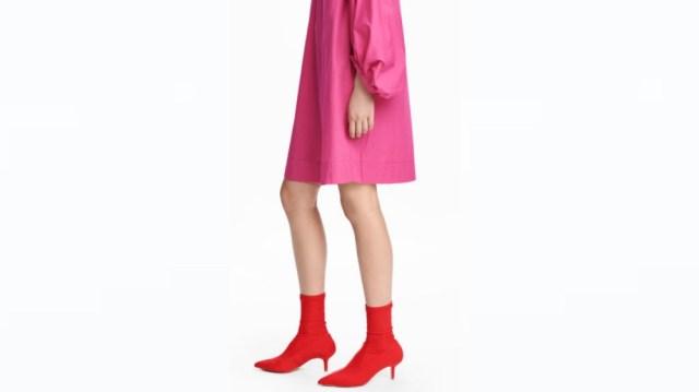 H&Mから「パンプスと靴下が合体」したアイテムが発売 / パンプスだけどブーツみたいなデザインです