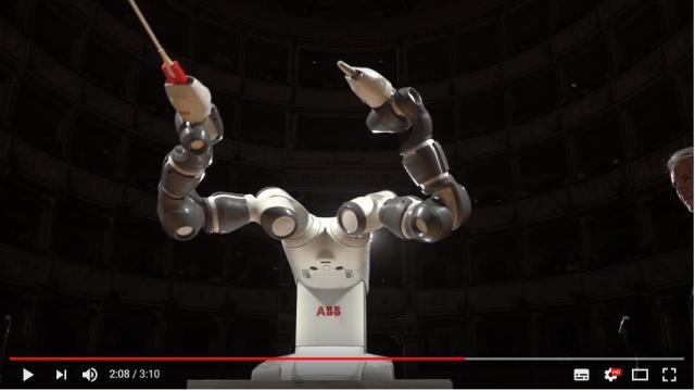【完全に未来】イタリアで「ロボット指揮者」爆誕! 有名オペラ歌手とオーケストラを従え堂々としたステージを見せたようです