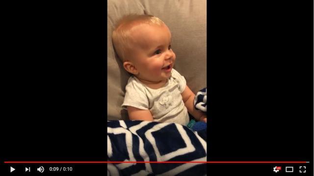 【かわいい動画】初めてのギターを前に満面の笑み♪ パパの演奏に100点満点の反応を返す赤ちゃん