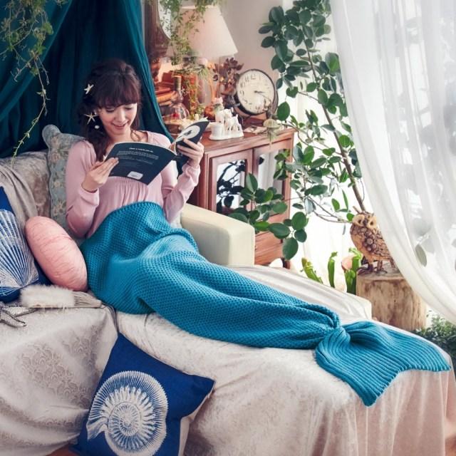 【可愛くぬくぬく♡】1秒で誰でも人魚姫になれちゃう!? ベルメゾンから「人魚になれるひざ掛け」が販売されているよ