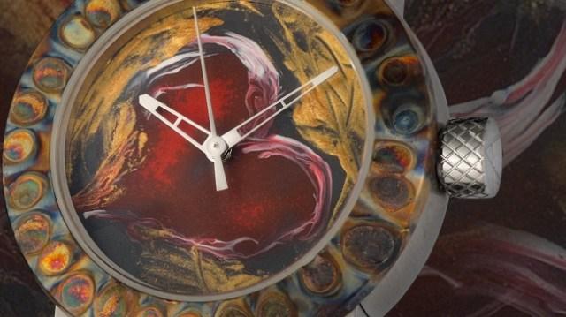 「愛」を表現した高級腕時計の加工方法がダイナミック! 人工カミナリをわざと直撃させて表面の色を変えているんだって