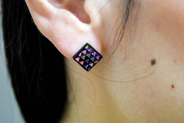 伝統工芸の螺鈿(らでん)をもっとに身近に感じて欲しいから…女性螺鈿職人がアクセサリーを生み出しました