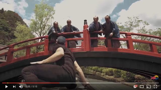 【迫力ヤバい】江戸時代にタイムスリップした現代の忍者「パルクーラー」の逃走動画がスゴ過ぎる! 軽々と登ったりジャンプする姿に圧倒されます