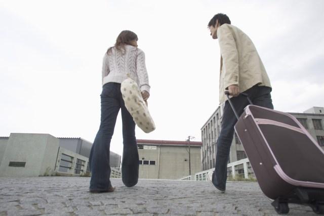 恋人や配偶者がほかの異性とやったら許せない行為「2人で旅行に行く」「2人で手をつなぐ」…ってそれ完全にアウトじゃないの!?