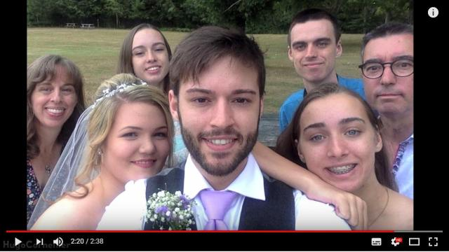 12歳から真顔の自撮りを続けてきた青年がめでたく結婚! この時だけは笑顔を公開しました