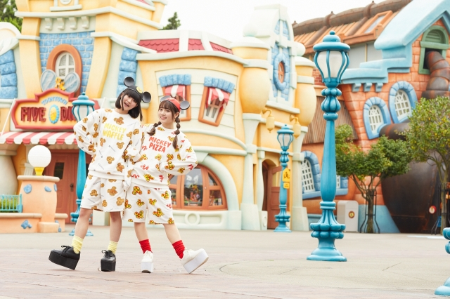 東京ディズニーランド限定「PUNYUS」コラボのファッショングッズが登場♪ ミッキーモチーフの「ワッフル&ピザ」デザインが可愛い~!