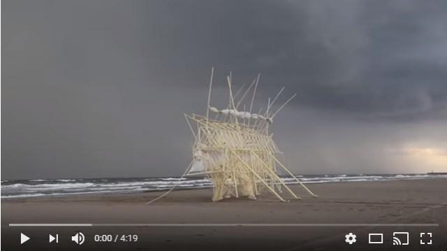 ジブリ映画に出てきそう! オランダの芸術家が27年間かけて作った「巨大な動く物体」が空想上の生き物みたい