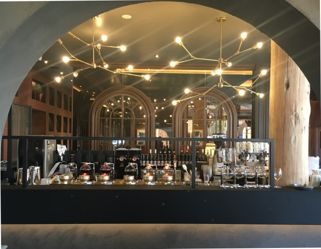 世田谷に「ドトール珈琲農園」がオープン! コーヒー農園主の邸宅をイメージした広々した店内で至極の一杯をどうぞ♪