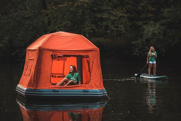湖畔にプカプカ浮かぶテントがめっちゃ楽しそう! 全アウトドア派が夢にまで見たアイテム(?)です