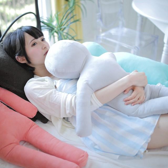 人肌寂しくなったら彼氏…ではなく「コレ」抱きしめて! 子供サイズの抱き枕「わたびと」