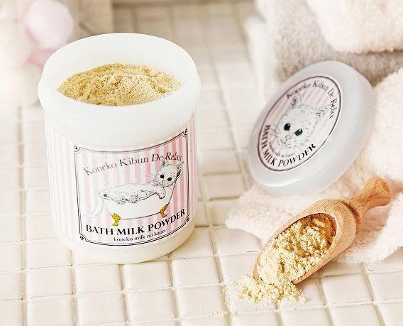 夢中になってミルクを浴びるニャ♪ 「子猫用ミルク」にそっくりな甘〜い香りの入浴剤が誕生したよ!