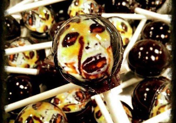 ゾンビ氏、キャンディに封印される事態。キラキラ素敵な「惑星キャンディ」のお店からゾンビのロリポップが新発売です!