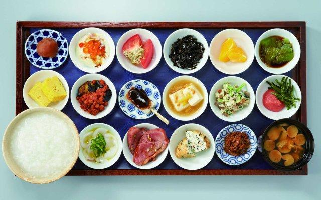 築地本願寺にあるカフェの朝食メニューが本気出しすぎぃ~! 「16種類のおかず&お粥とお味噌汁が付いたセット」など大充実のラインナップ