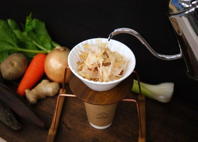 """日本初の """"ハンドドリップだし"""" を楽しめる「ON THE UMAMI」オープン / コトコト煮込んだ野菜スープみたいなお味がするそうです"""