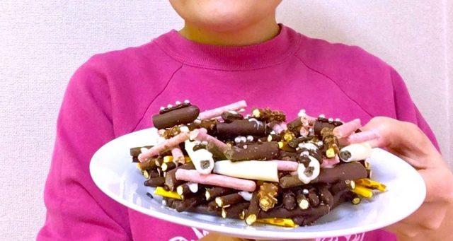 【ぼっちハック】「ポッキー&プリッツの日」にポッキー8箱も買ってきたのにシェアハピする相手がいない人必見! 全部砕いてリースにしよう★