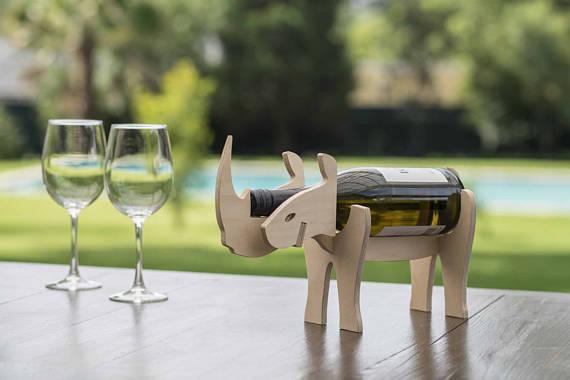 10種類の動物たちがワインボトルを背負ってくれる「ワインホルダー」 / シンプル可愛いデザインが素敵なクリスマスを演出してくれそう!