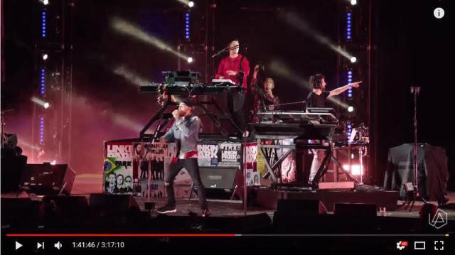 「リンキン・パーク」チェスターの追悼ライブに豪華メンバーが集結 / 名曲「Numb」を観客が大合唱するシーンに胸が熱くなります