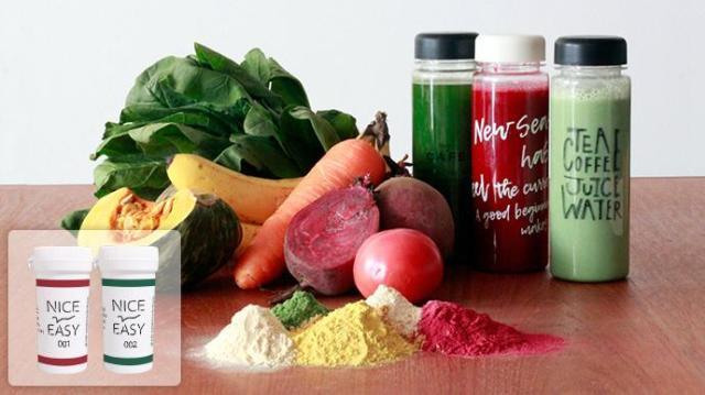 水を入れて10秒で野菜ジュースが完成! 九州野菜とスーパーフードが入ったパウダーが体に良さげです♪