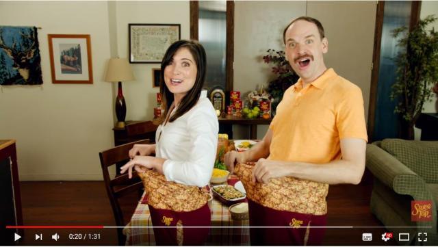 【超アメリカ】感謝祭はご馳走をたくさん食べるから…最強ゴムパンツを発明★ 動画はコテコテのアメリカ版TVショッピングです